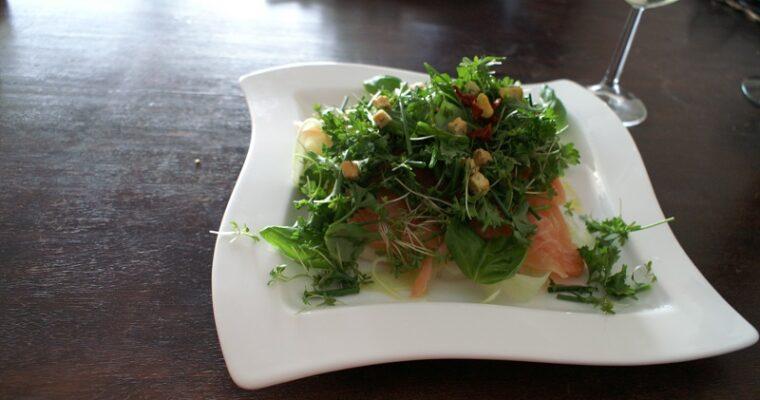 Gerookte zalm en avocadosalade