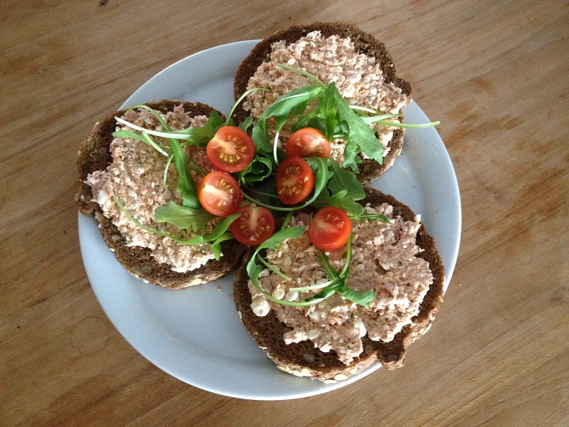 Broodje hüttenkäse met tonijn