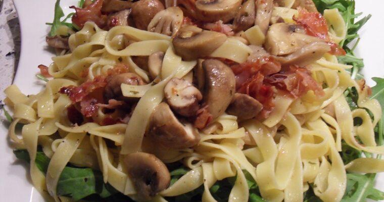 Fettuccine met paddenstoelen, citroen en rauwe ham